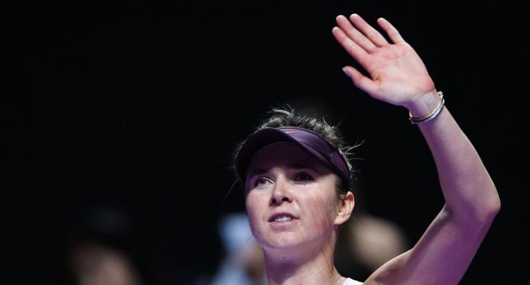 Campeã Svitolina derrota Halep e apura-se para as 'meias' das WTA Finals