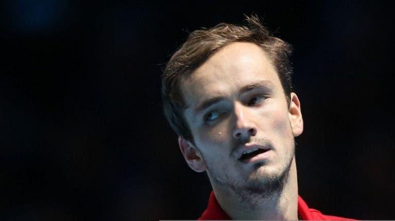 Treinador de Medvedev abandonou encontro do seu jogador a meio e criticou-o publicamente