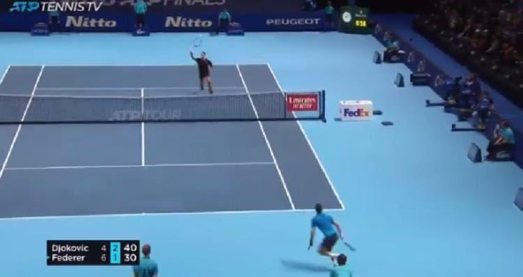 [VÍDEO] Federer e Djokovic protagonizam ponto INCRÍVEL