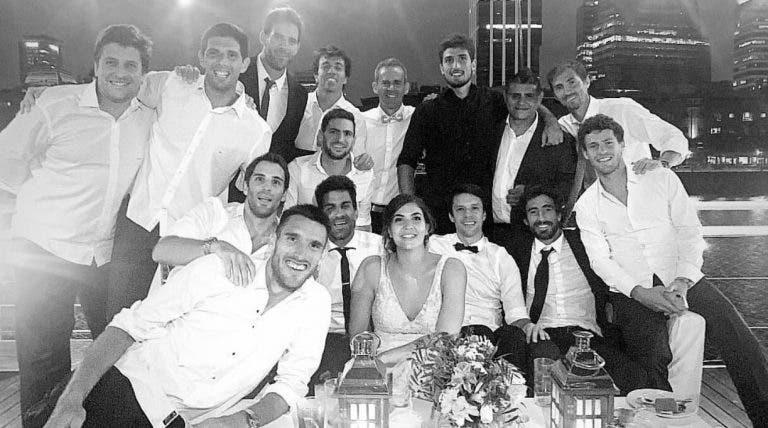 Leonardo Mayer casou e contou com muitos colegas na festa