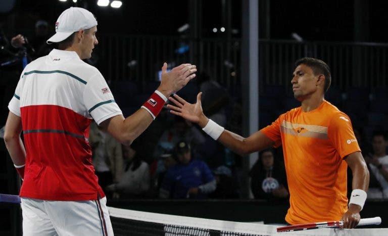 Thiago Monteiro assusta Isner, mas está fora do Australian Open