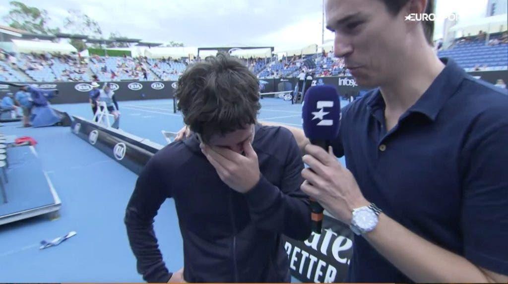 [VÍDEO] Suárez Navarro emocionada após vitória na 1.ª ronda do seu último Australian Open