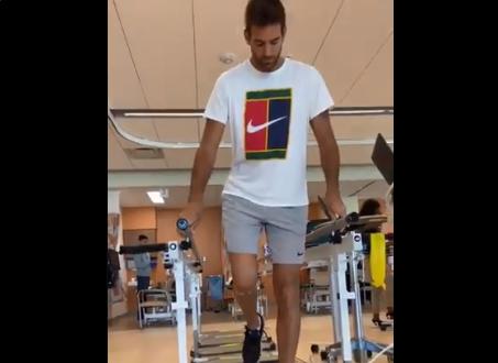 [VÍDEO] 48 horas depois da operação ao joelho, Del Potro já trabalha na recuperação