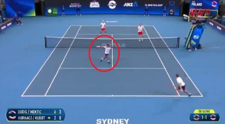 [VÍDEO] What? Dodig protagoniza o ponto da semana na ATP Cup