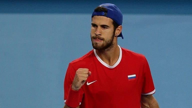 Khachanov copia texto de Djokovic e anuncia presença em Nova Iorque