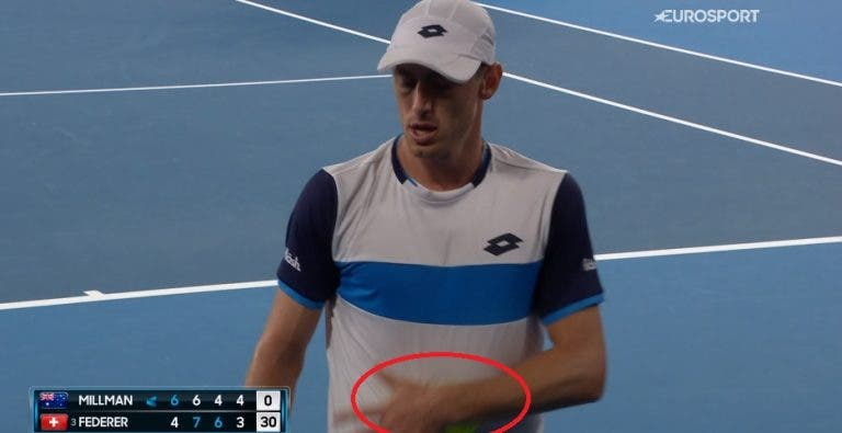 [VÍDEO] Polémica: Millman tentou alterar a velocidade das bolas com suor diante de Federer