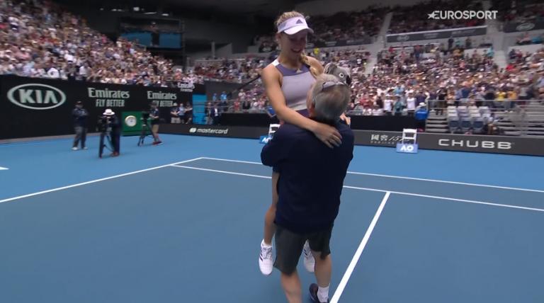 'Sweet Caroline': adeus de Wozniacki teve lágrimas e muitos abraços