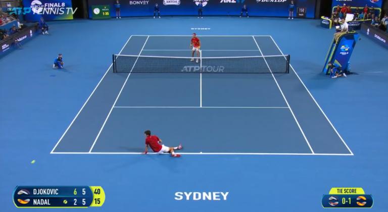[VÍDEO] O incrível volley de Nadal em pleno break point que até levou Djokovic ao chão
