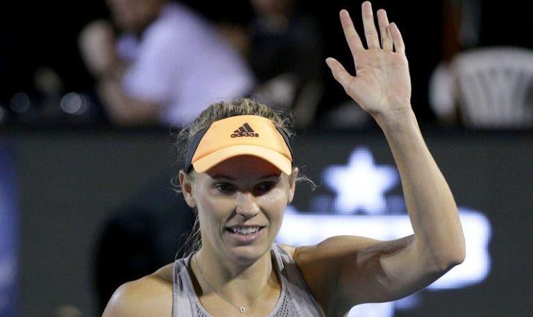 Wozniacki corre até ao fim: está nos 'quartos' do seu penúltimo torneio