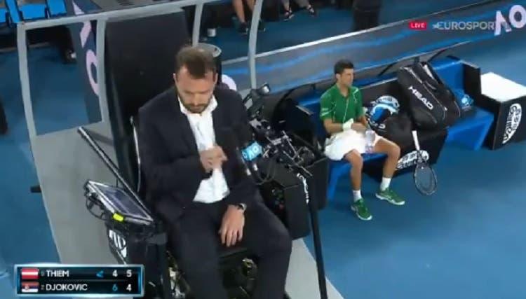 [VÍDEO] Djokovic leva violação de tempo e toca no árbitro: «Parabéns, ficaste famoso!»