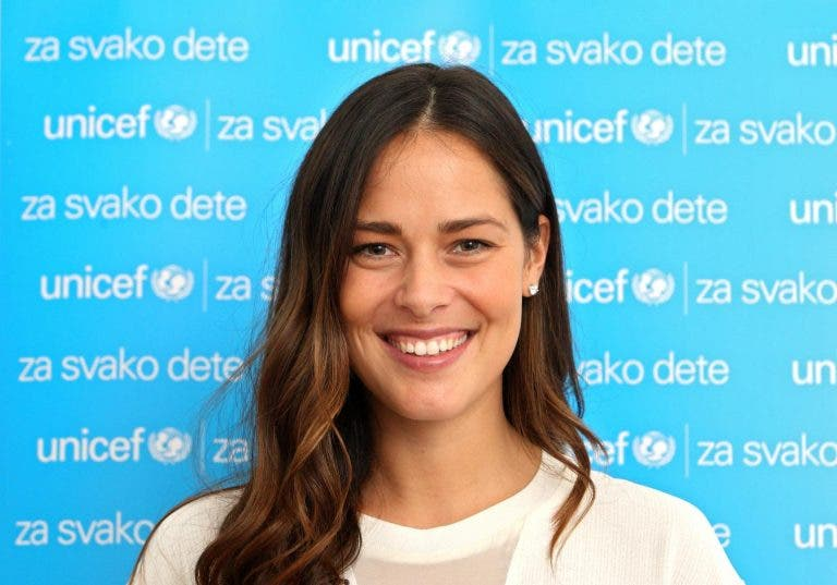 Ana Ivanovic comprou 35 ventiladores para ajudar a combater o coronavírus na Sérvia