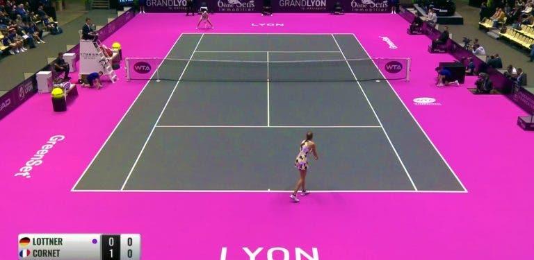 WTA de Lyon surpreende (e ofusca) com courts cor de rosa