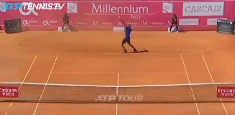 [VÍDEO] Há um ano, no Estoril Open, Opelka fez o ás mais lento da sua vida
