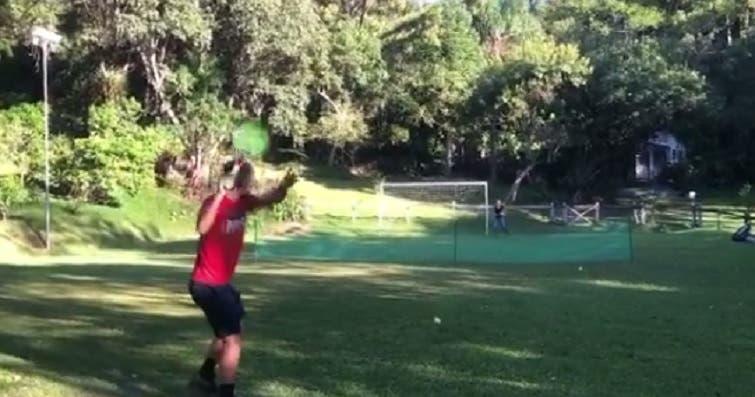 'Ruimbledon'. Gastão Elias jogou no jardim com a sogra Gisele Miró