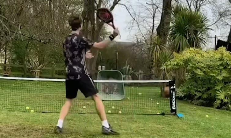 [VÍDEO] Na quarentena, fãs usam criatividade para jogar ténis