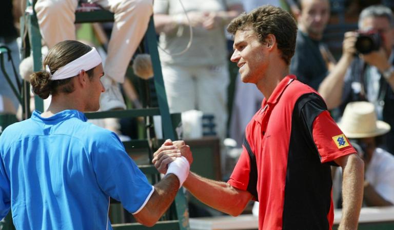 [VÍDEO] O dia em que Guga Kuerten derrotou Federer em Roland Garros
