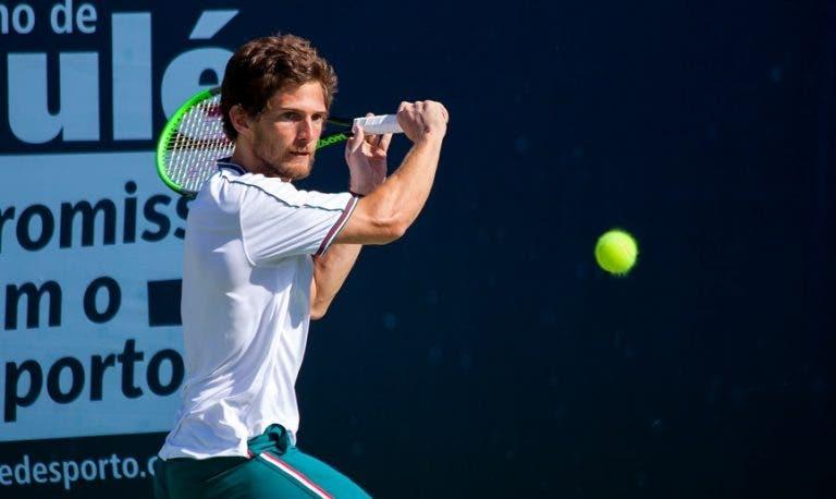 Pedro Sousa deixa fugir match points e perde na estreia em torneios Masters 1000