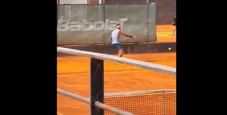 [VÍDEO] Rafael Nadal está a treinar… em terra batida