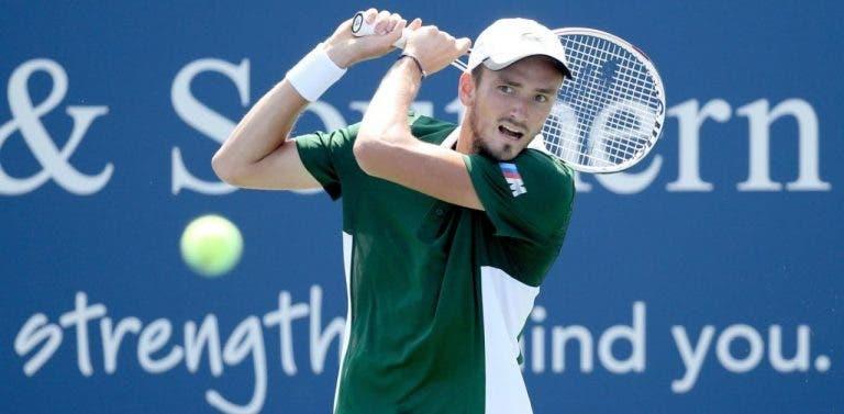 Medvedev segue imparável e encara estrela universitária na 3.ª ronda do US Open
