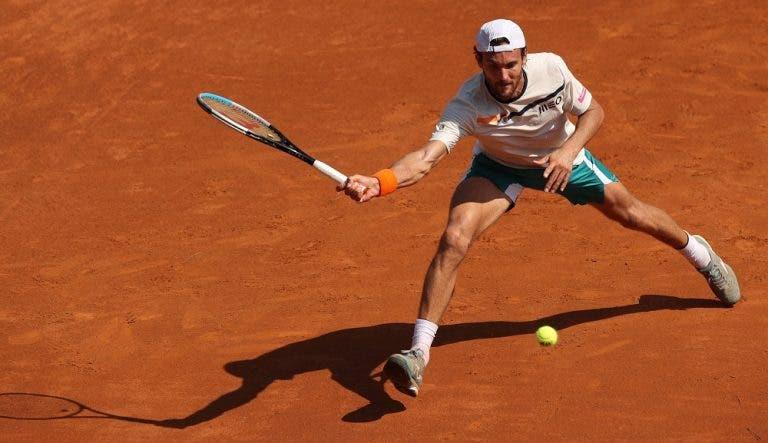 João Sousa defronta ex-campeão de Roland Garros júnior em Hamburgo