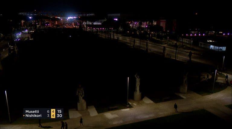 [VÍDEO] Surreal: torneio de Roma fica às escuras após falha na luz de todos os courts