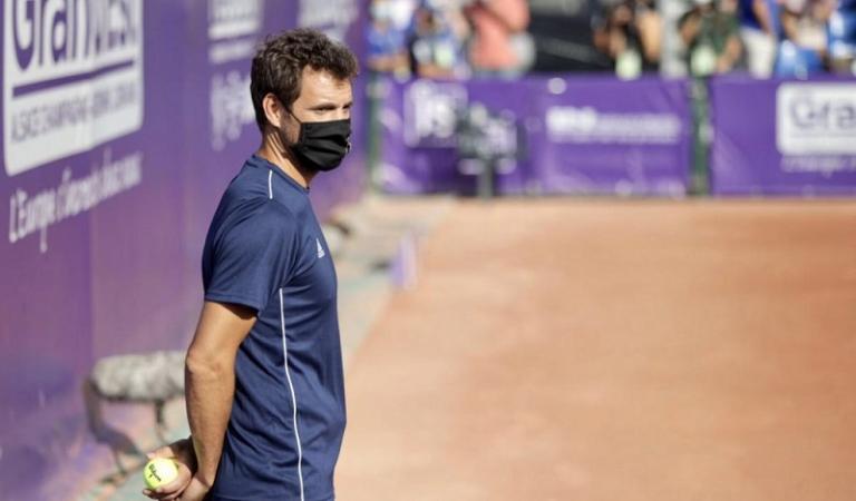 Antigo top 15 mundial vira apanha-bolas em torneio WTA