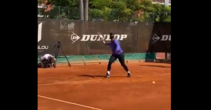 Serena Williams já está em França e a treinar em terra batida