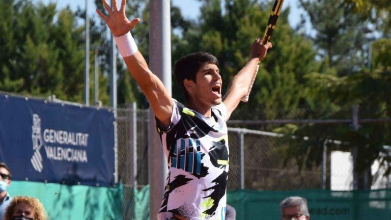 Alcaraz alcança feito inédito na história do ténis após título em Alicante