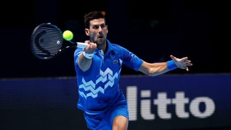 Djokovic derrota Zverev rumo às meias-finais das ATP Finals
