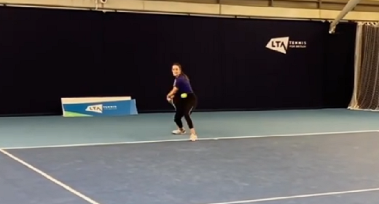 [VÍDEO] Mais de um ano depois, Laura Robson volta a bater na bola