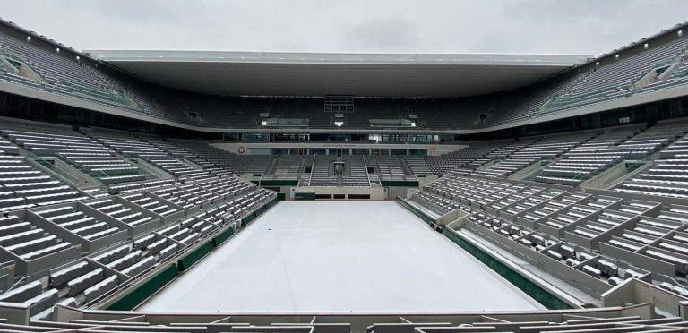 [FOTOS] Roland Garros pintado de braco após nevão em Paris