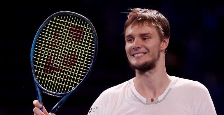 Bublik ou Popyrin? ATP vai ter novo campeão este domingo em Singapura
