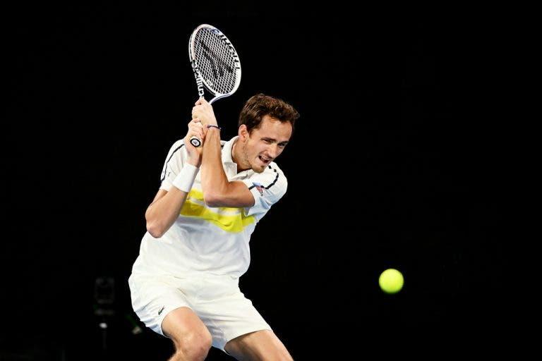 Halle já se começa a 'vestir': Medvedev junta-se a Federer na relva alemã