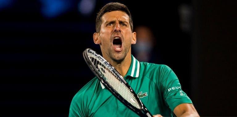 Lesão preocupante, assobios e público expulso: Djokovic sobrevive com milagre