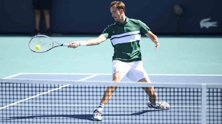 Colocar mais ténis a passar na televisão… russa: a grande luta de Medvedev