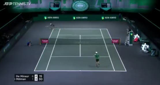 [VÍDEO] De Minaur acaba troca de bolas de 44 (!) pancadas de maneira BRUTAL
