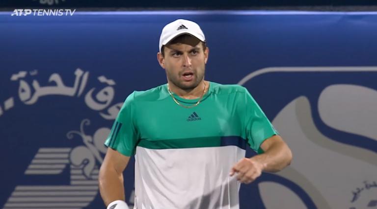 [VÍDEO] Como se nada fosse: eis o momento em que Karatsev vence o primeiro título ATP da carreira
