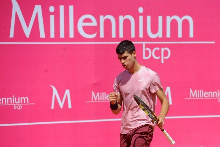 Carlos Alcaraz não dá hipóteses e garante quadro principal no Estoril Open