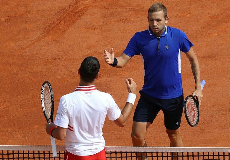 Evans junta-se a grupo restrito com claro triunfo sobre Djokovic