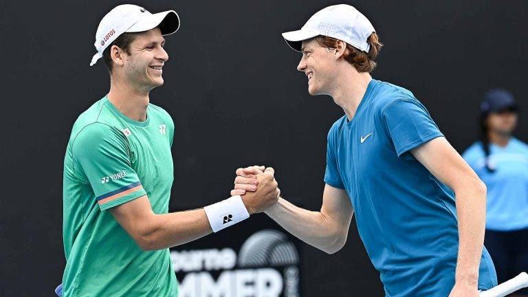 Hurkacz e Sinner trocam elogios após a final: «És o meu melhor amigo no circuito»