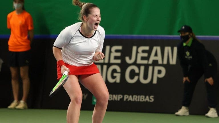 Ostapenko e a sua rival na BJK Cup: «Tem um ténis muito feio, de nível ITF. Eu sou WTA»