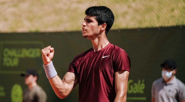 Alcaraz continua a vencer e dá primeiro passo rumo ao quadro de Roland Garros