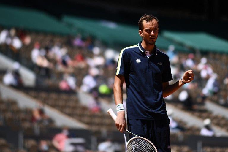 Medvedev: «É impossível não ficar feliz por ter o Nadal e Djokovic no outro lado do quadro»