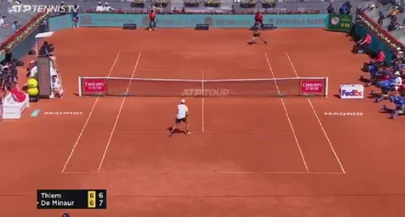 [VÍDEO] Como Thiem salvou um set point diante de De Minaur em Madrid