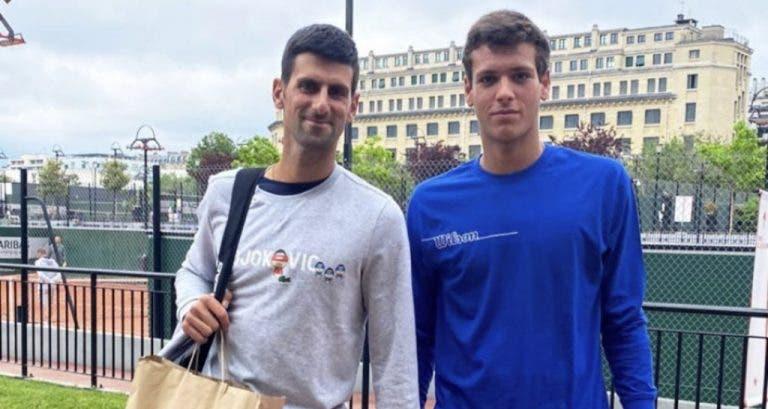 Quando o passeio de Miguel Gomes em Roland Garros esbarrou em… Djokovic