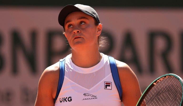 Barty sofre mas regressa a Roland Garros com vitória; Svitolina também triunfa