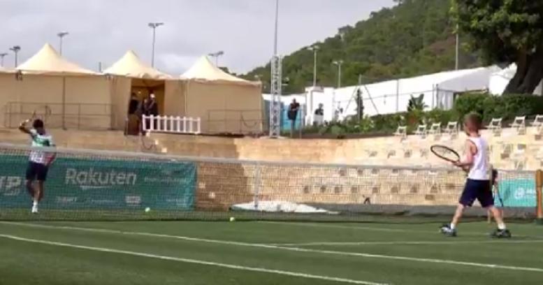 [VÍDEO] Djokovic já está em Maiorca e levou o filho: «A tua direita é como a do Rafa»