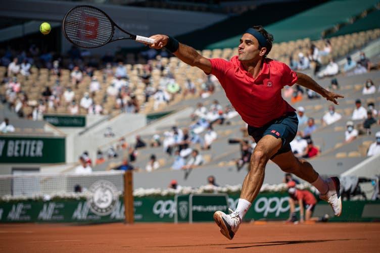 [VÍDEO] Pronto para a luta? O impressionante jogo de pés de Federer na estreia em Roland Garros