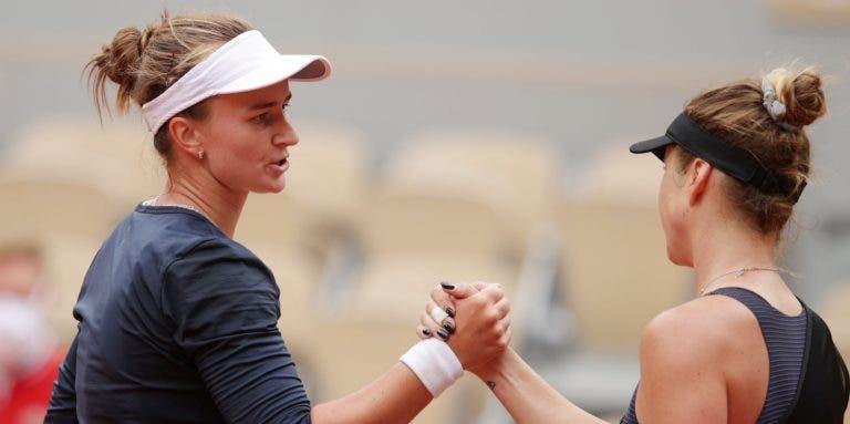Krejcikova dispara 37 winners, arrasa Svitolina e só sobram três top 10 em Paris
