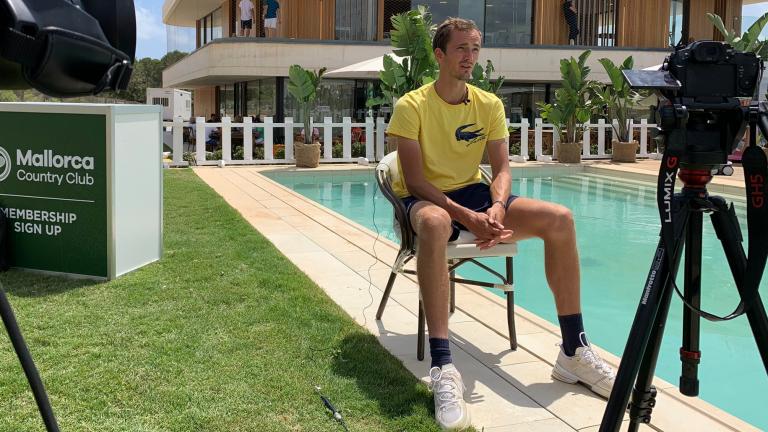 Medvedev: «Gosto mais de jogar em relva do que em terra batida»